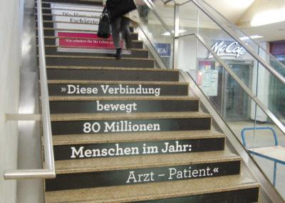 Stairbranding im Bahnhof