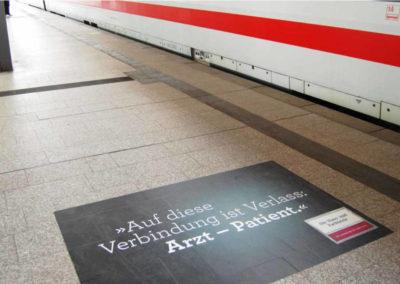 FloorGraphic auf dem Bahnsteig