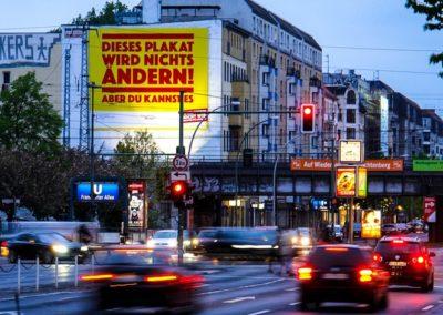 Riesenposter in Berlin Lichtenberg am Shopping Ring Center, Demokratie leben