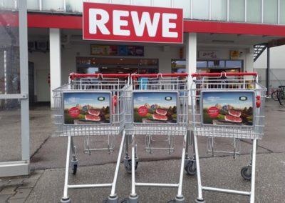 Rewe Cartboards an Einkaufswagen